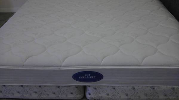 hurry...only til 6 pm....kind simmons deep sleep mattress w boxspring (south mcallen)