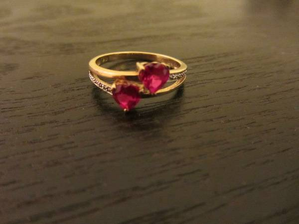 Gold ring with ruby hearts -   x0024 35  Pharr