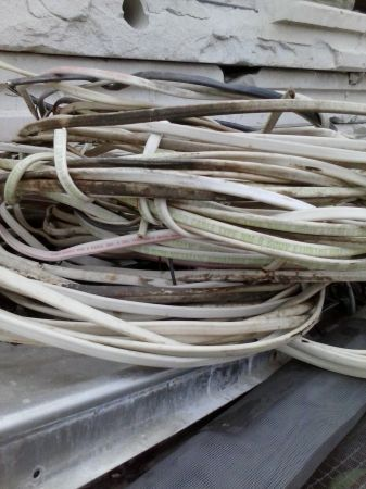 12 AWG  2 ELECTRICAL WIRE - $40 (23  Nolana, Mca.)
