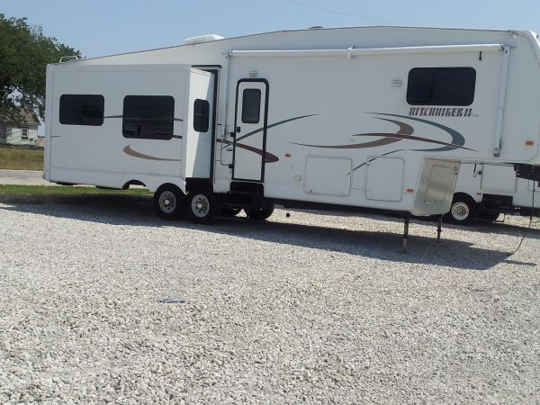 34.5 Hitchhiker II 5th wheel - $23500 (Mission, Tx.78574)