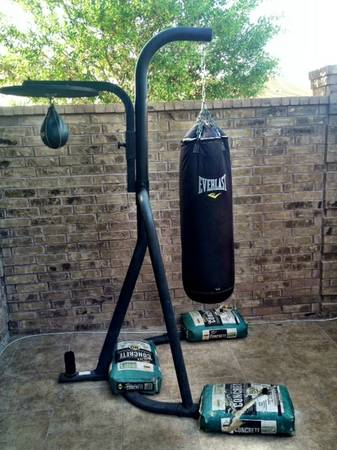 PUNCHING BAG, BAG STAND, SPEED BAG, BOXING GLOVES - $230 (Mission, TX)