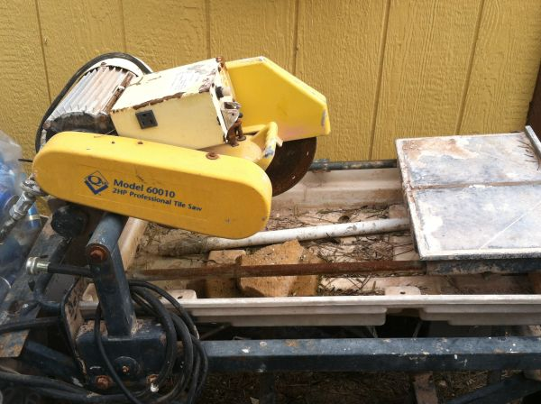 Model 60010 2HP Professional Tile Saw - $120 (McAllen )