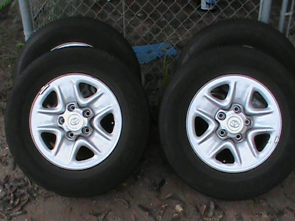 07-13 Toyota Tundra Factory 18 Wheels Tires OEM Rims - $800 (Mercedes)