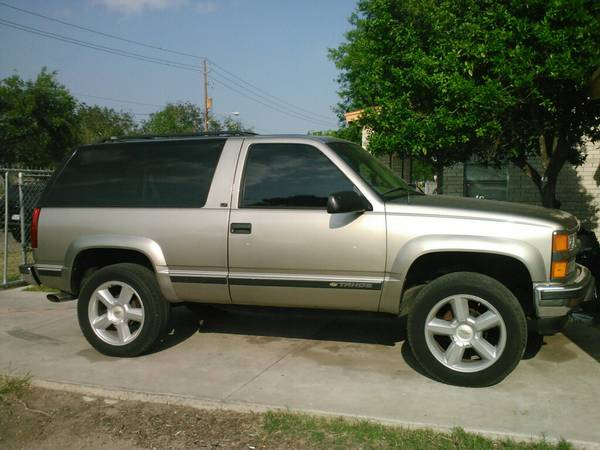 2 Door 4X4 1999 Chevy tahoe - $8600 (McALLEN)