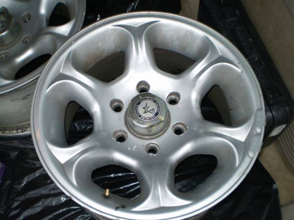 1999 chevy tahoe wheels only  - $350 (parts )