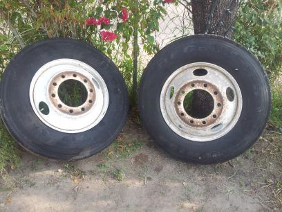 price droped only today on 2 semi truck tires w rims - $150 (edinburg)