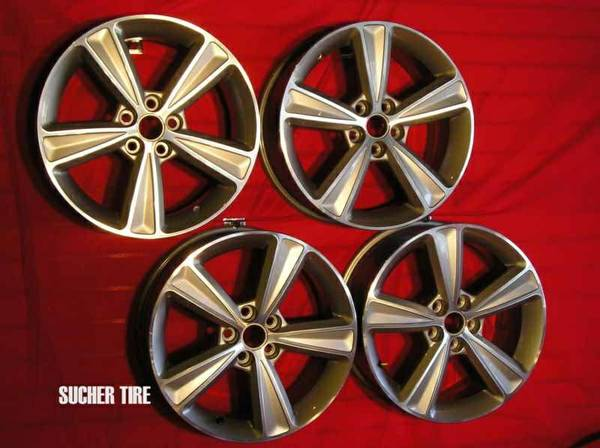 Chevy Cruze OEM rims 17 - $750 (Edinburg )