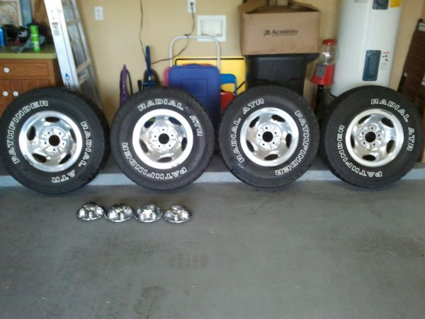 Ford F150 OEM Rims with tires - $300 (Edinburg)