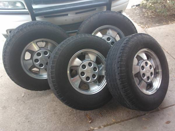 2002 Chevrolet OEM Rims with Tires - $300 (Rio Grande Valley)