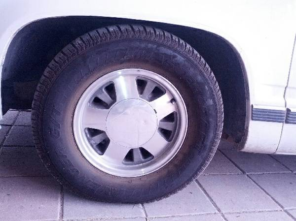 Chevy Tahoe Rims Tires - $600 (Penitas)