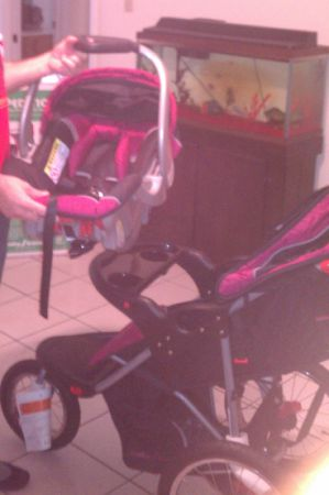 Baby Trend StrollerCarseat combo for Girl - $120 (McAllen)