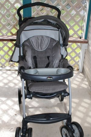 Chicco Cortina Stroller - Cubes Almost New in Mint Conditon  - $100 (Alamo)