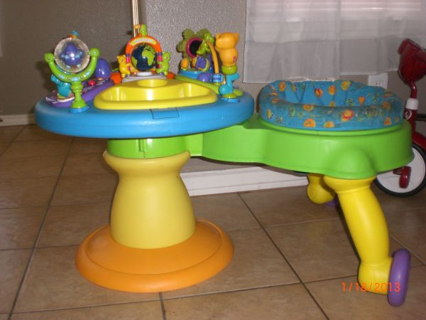 BRIGHT STARTS AROUND WE GO ACTIVITY CENTER WALKER - $45 (pharr)