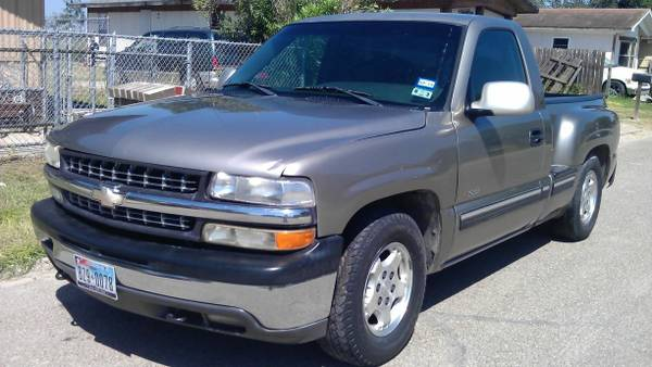 2001 Chevy Silverado V8 Stepside LOW MILES - $3800 (Pharr)