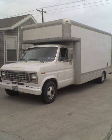 REDUCED1989 FORD BOX VAN 14 FT CARGO AREA - $2750 (MISSION TX)