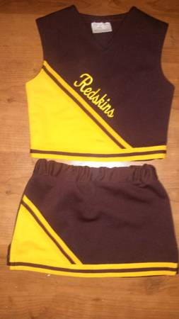 REDSKINS CHEERLEADER OUTFIT - $40 (Donna)