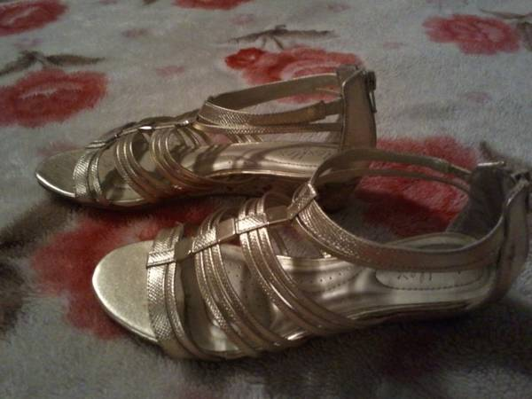BEAUTIFUL SHOES Gold Silver Sandals MORE - $10 (PalmviewMission)