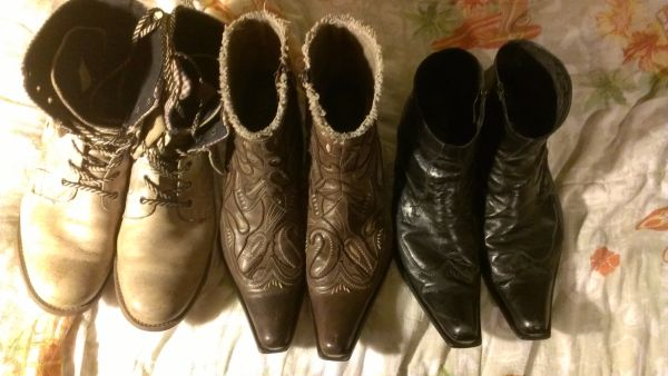 Men boots and shoes - $35 (Alamo)
