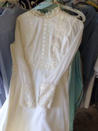 Antique wedding dress -   x0024 40  North McAllen