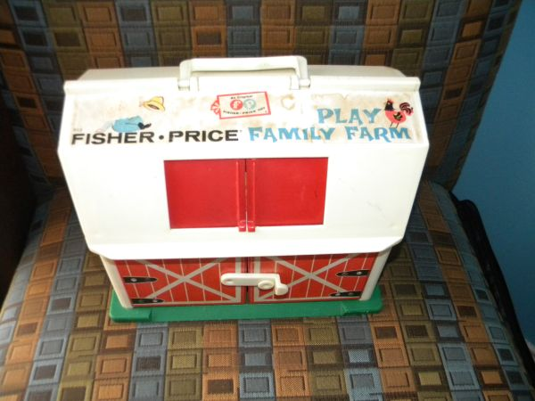 Vintage Fisher Price Family Play Farm Toy Doll House - $10 ((can meet in)North McAllen(Trenton))