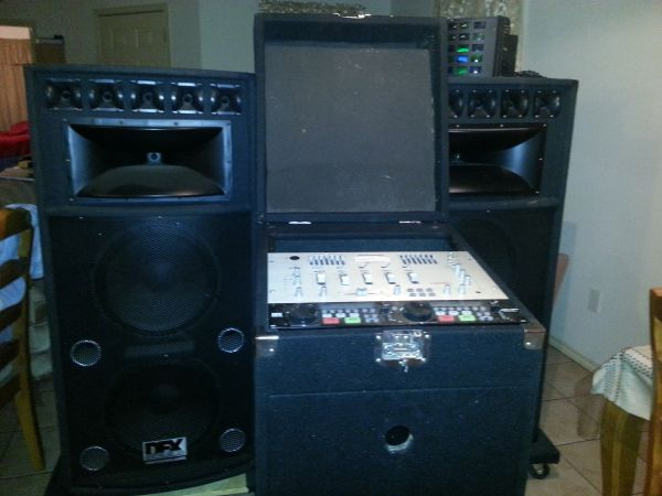 Pyramid PM7501X DJ Mixer and Speakers for sale - $800 (Alton)