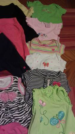 Lots of baby girls clothing, scrubs, shoes, purses - $2 (weslaco)