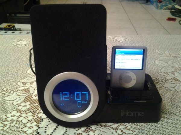 iHome Alarm Clock, MP3 Audio Dock for iPhone  iPod  - $35 (McAllen, Texas)