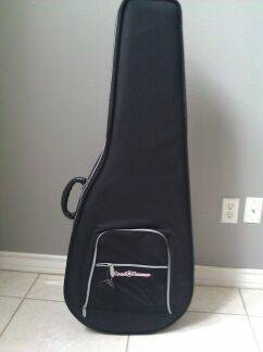 NEW Road Runner Polyfoam Acoustic Guitar Case - $50 (McAllen, Tx)