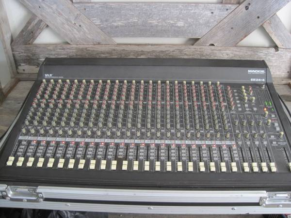Mackie 24-4 VLZ 24 CHANNEL PROFESSIONAL MIXING CONSOLE HARD CASE - $500 (ALAMO)