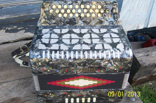 USED YINGJIE ACCORDION - $200 (MONTE ALTO TX)