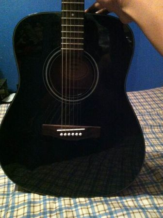 BLACK YAMAHA ACOUSTIC GUITAR ( FREE DELIVERY) - $125 (Valley)