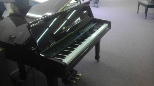 Suzuki Digital Baby Grand Piano - $1695 (McAllen, TX)