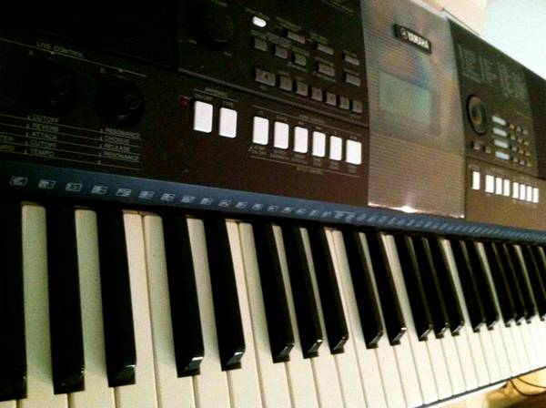 PSR E423 Yamaha Keyboard - 61 keys - $150 (McAllen, Texas)