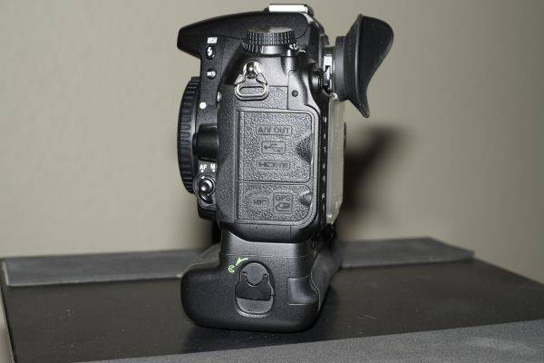 Nikon D7000 with 18-105mm Lens, MB-D11 Battery Grip and Extras - $1200 (McAllen)