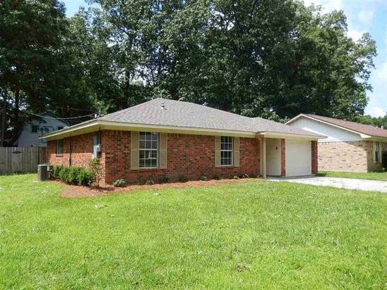 1 018  3br  Great 3 bedroom 2 bath home freshly updated in North Monroe Features a great floor plan  ceramic
