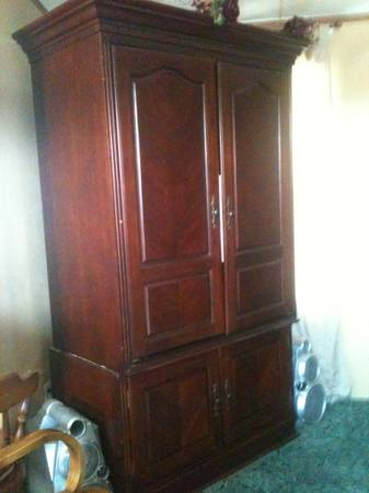 Cherry wood tv armoire - $150 (West Monroe)