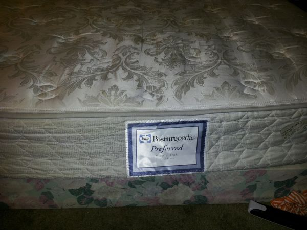(Sealy Posturepedic) Queen size mattress and box spring - $150 (monroe,la)
