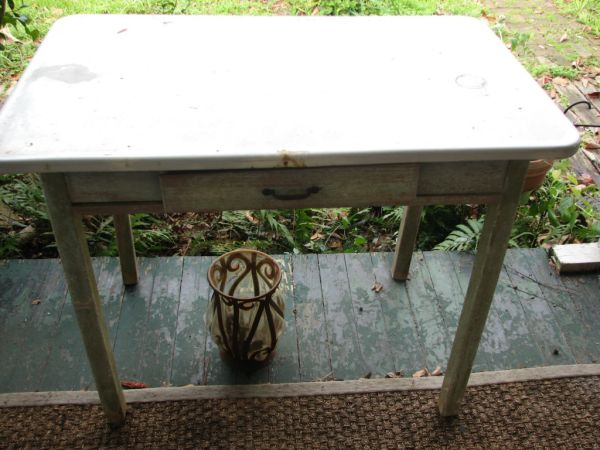Antique Enamel Top Kitchen Table - $40 (near neville h.s.)