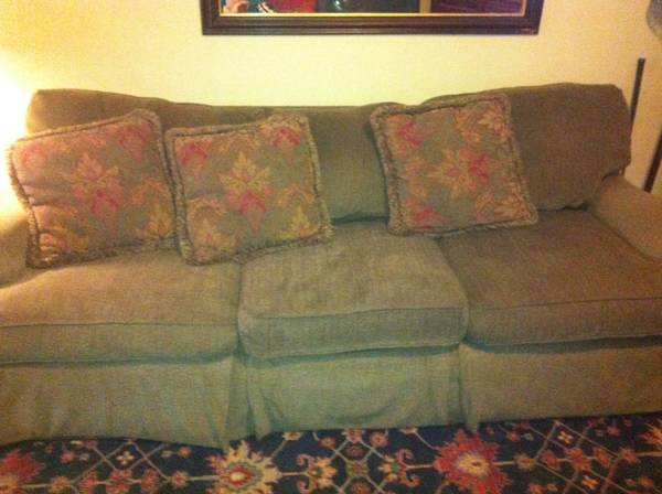 Green Bernhardt Couch - $50 (Ruston, LA)