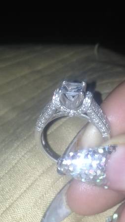 BEAUTIFUL ENGAGEMENT RING FOR SALE WILLING TO NEGOTIATE -   x0024 350  Shreveport Monroe bossier
