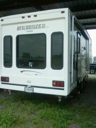 2003 Hitchhiker II 30ft 5th wheel cer - x002415000 (sterlington)