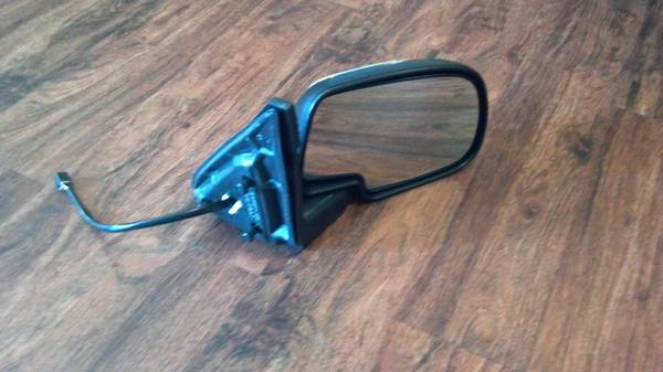 Right hand mirror for 1999-2004 z71 silverado - $30 (West monroe)