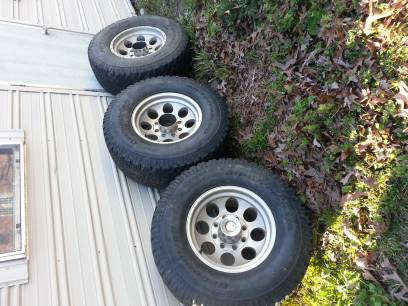 3 bfg 31570 r17 all terrain tires on 17 chrome 8 lug ford wheels - $100 (west monroe)