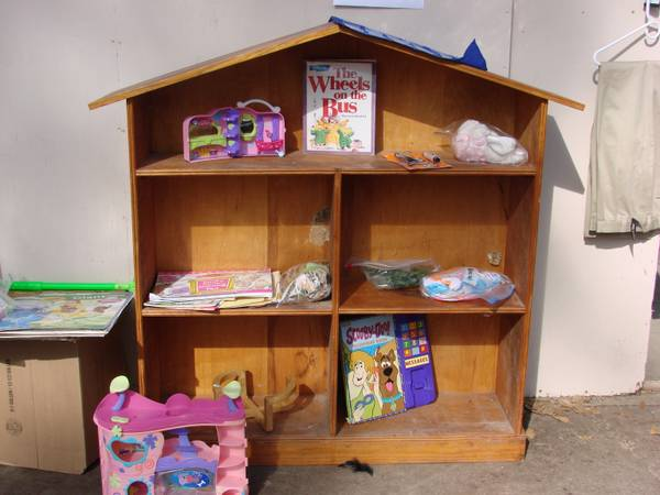 Children s bookshelf playhouse -   x0024 35  616 McCain