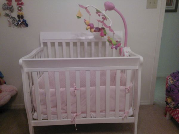 White Mini Crib Mobile Bumper - $140 (West Monroe)