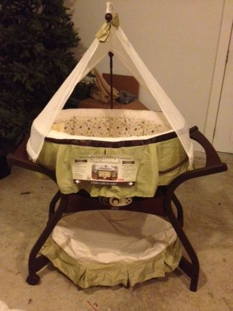 Fisher Price Zen Bassinet - $125 (West Monroe )