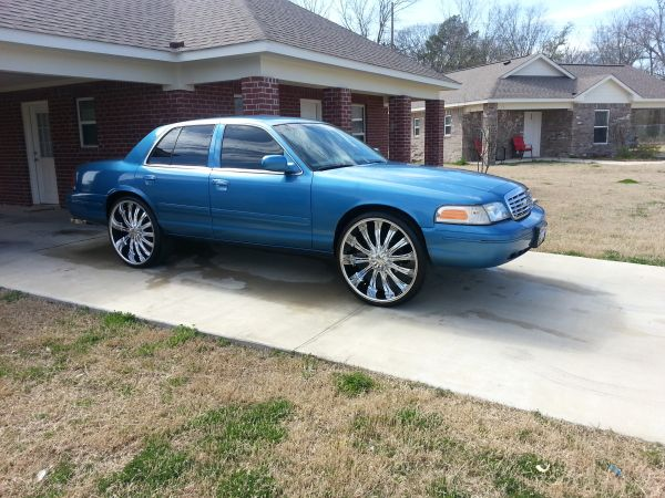CROWN VIC-1999 ON 26s - $6500 (MONROE,LA)