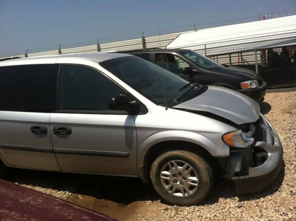 2006 Dodge Caravan front body damage - $2000 (Monroe)