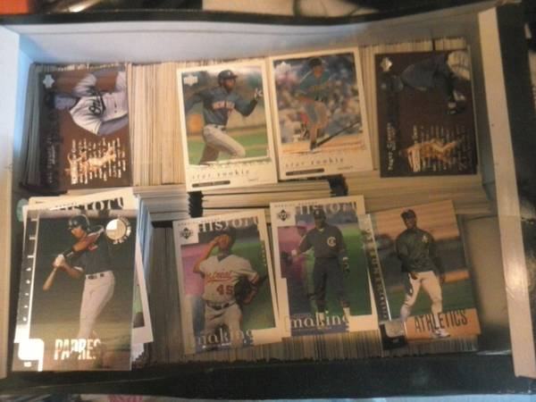 (Reduced)15 Yr old Box of Baseball Cards found in Excellent condition - $30 (West Monroe )