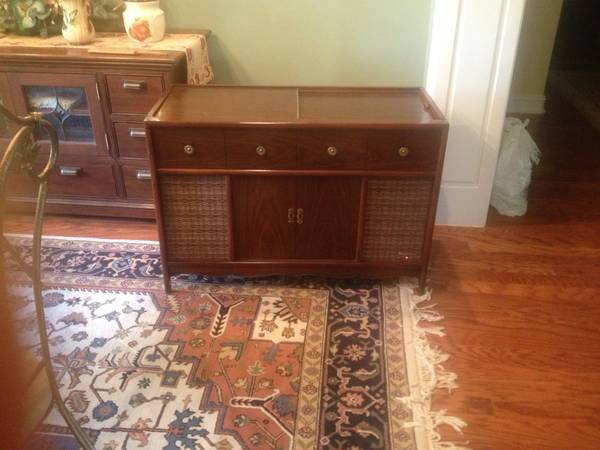 Magnavox. Stereo console (vintage) - $130 (Monroe)